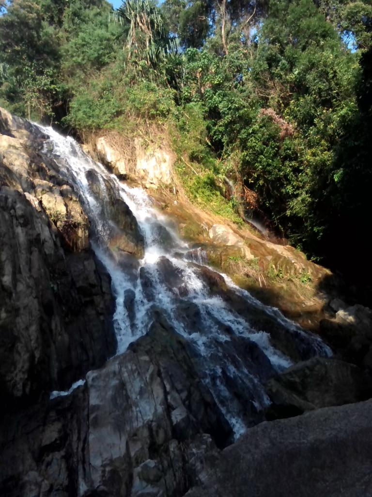 Очень много водопадов, сори за качество