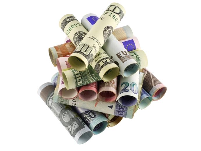 Инвестирование для начинающих скручивает деньги в трубочку