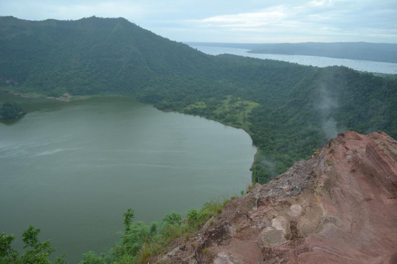 Кратер вулкана Таал