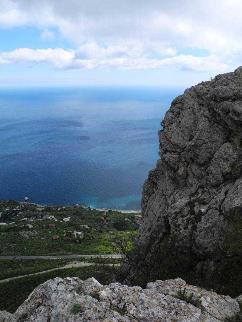А внизу прохладное Черное море