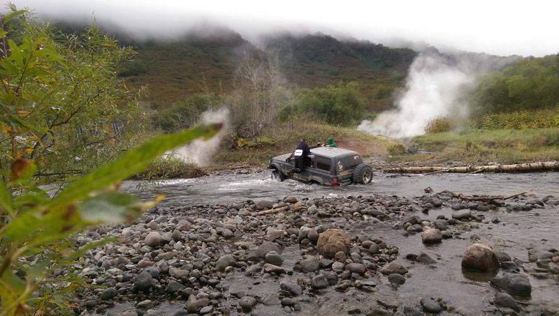Переезжаем горную реку автостопом