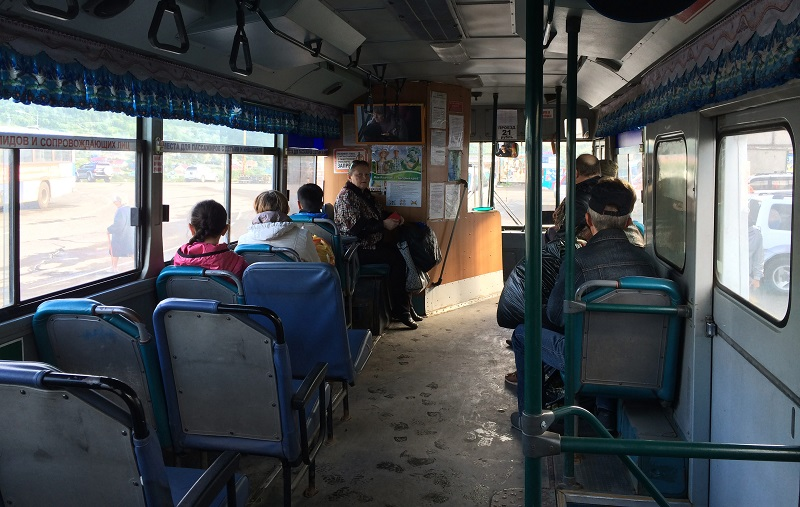 Индийские занавески в камчатских автобусах